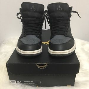 Air Jordan 1 Mid | Size 9.5